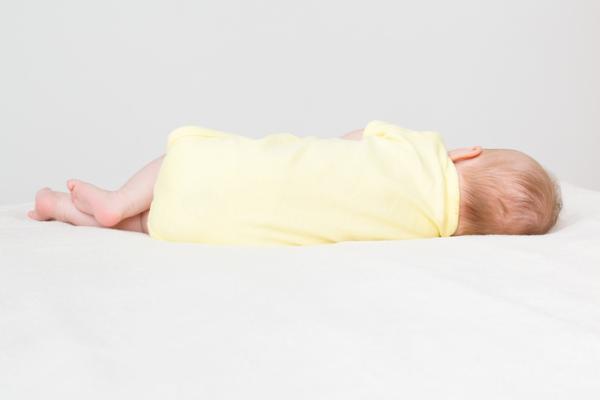 Cómo debe ser un colchón para bebé