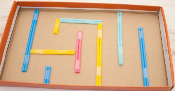 Juegos con material reciclado para niños - Laberinto