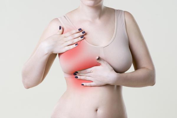 ¿Es normal sentir bolitas en los senos durante la lactancia?