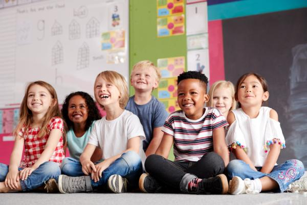 Juegos en grupo para niños de 4 a 5 años - Baile de estatuas