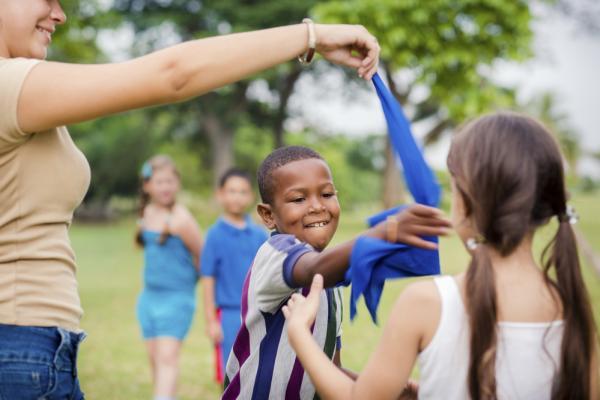 Juegos en grupo para niños de 4 a 5 años - El juego del pañuelo