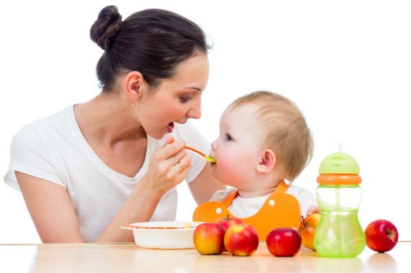 Cómo hacer papilla de manzana para bebés