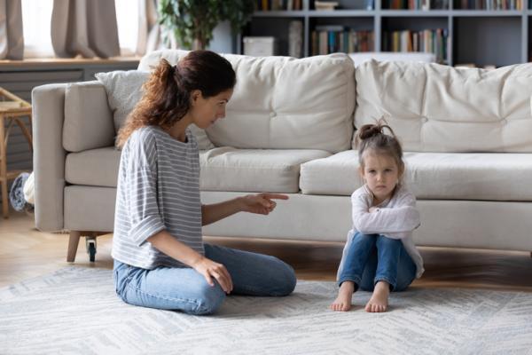 Tipos de padres y cómo se comportan los hijos - Estilo educativo autoritario