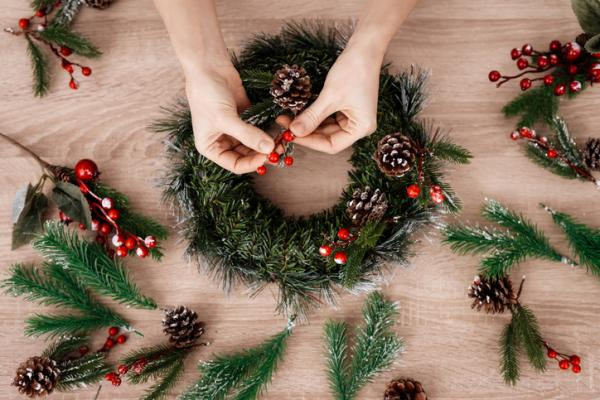 Manualidades de Navidad para niños fáciles - Corona de Navidad de papel