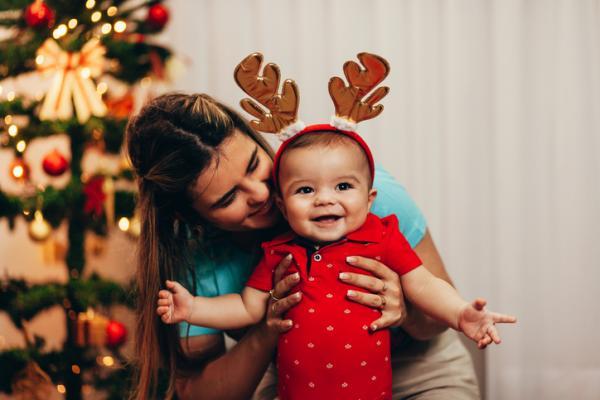 Manualidades de Navidad para niños fáciles - Tarjeta navideña con huellas