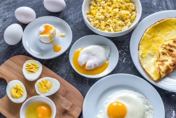 Alimentos prohibidos en el embarazo y el por qué - Huevos crudos o poco hechos