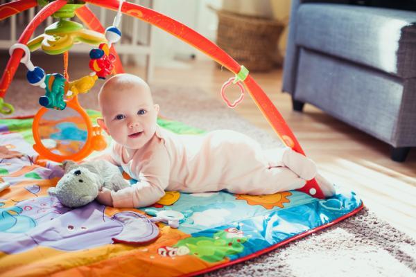 Juegos para bebés de 4 meses - La alfombra de las texturas