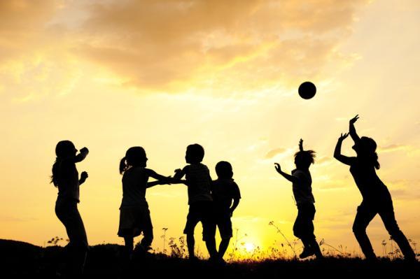 Juegos deportivos para niños - Pasa y corre