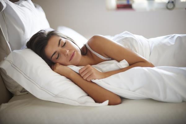 Remedios caseros para el dolor de muela en el embarazo - Dormir con la cabeza elevada