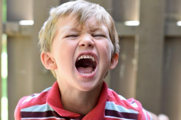 Cómo tratar a un niño agresivo