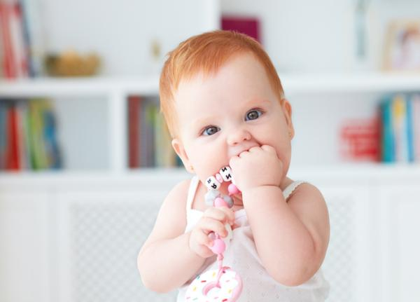 Actividades de motricidad gruesa para bebés - Manos y piernas a la vez