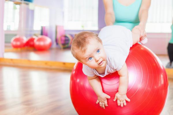 Actividades de motricidad gruesa para bebés - Mi primera pelota