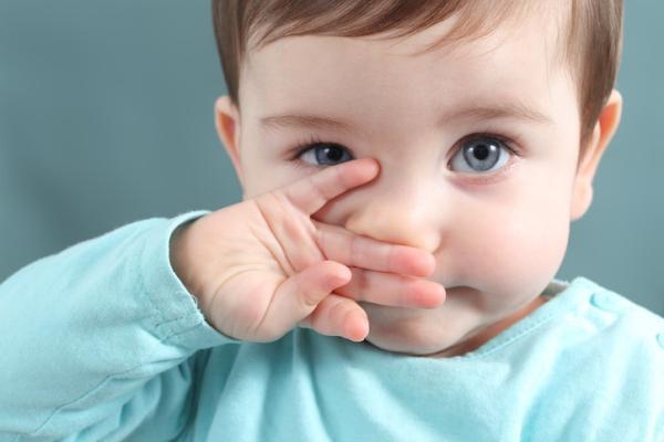 Cómo descongestionar la nariz de un bebé