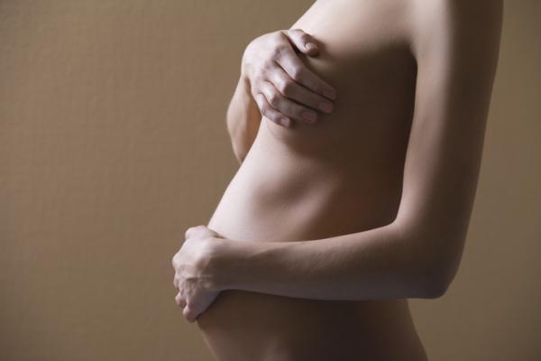 Por qué se deshincha el pecho durante el embarazo