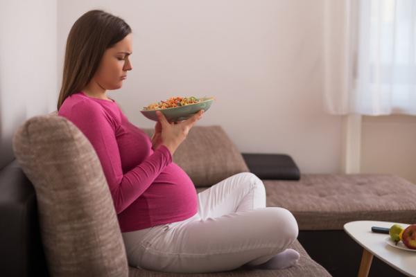 Falta de apetito en el embarazo: por qué ocurre y cómo combatirla