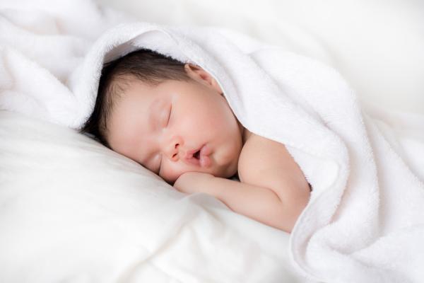 ¿Puede un bebé dormir boca abajo?