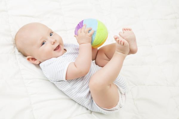 Qué puede hacer un bebé de 4 meses