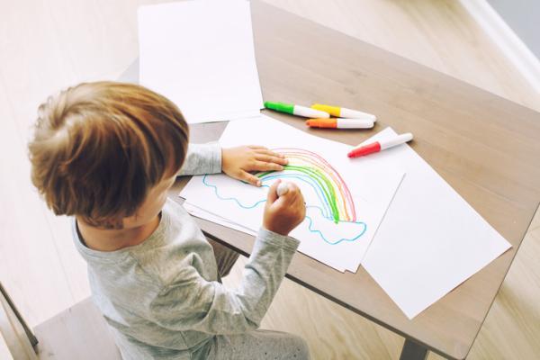 Juegos para estimular el lenguaje en niños de 0 a 3 años - ¿Qué has dibujado?