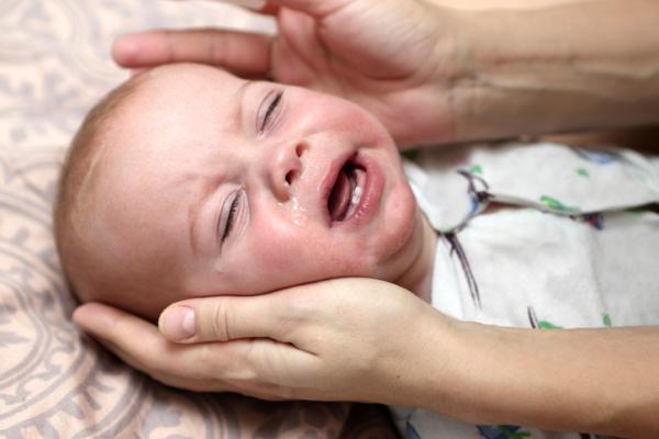 Qué hacer cuando un bebé vomita por boca y nariz