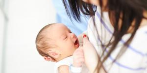 Mi bebé no quiere pecho: por qué y qué hacer