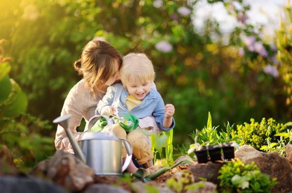 Qué enseñar a un niño de 2 años en casa - Jardinería