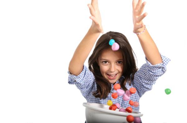 Juegos para fiestas infantiles originales - Cazando caramelos