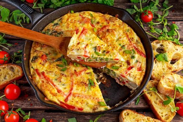 Comidas saludables para niños - Frittata de bimi, queso feta y tomates