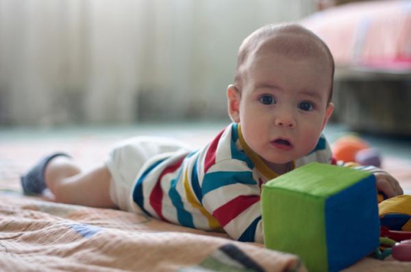 Gimnasia para bebés: ejercicios beneficiosos - El rodillo