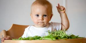 Mi bebé no quiere comer verduras: por qué y qué hacer