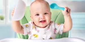 Mi bebé come mucho y no se llena: por qué y qué hacer