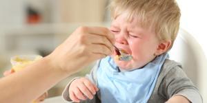 Qué hacer cuando un niño no quiere comer sólido