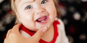 ¿A qué edad le salen los dientes a los bebés?