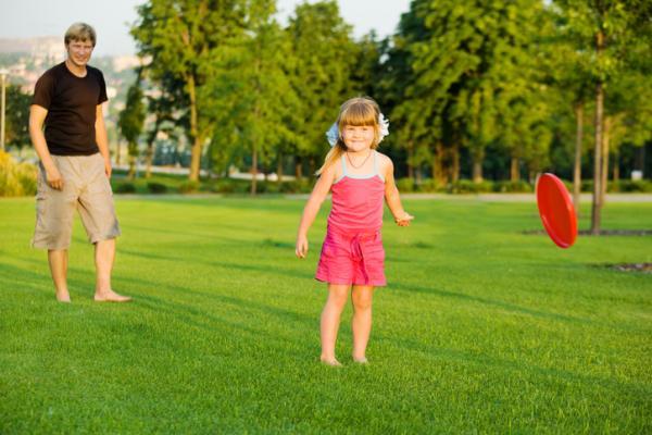 Juegos al aire libre para niños - Frisbie o disco volador