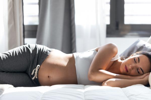 Cuál es la mejor postura para dormir embarazada