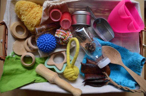 Juguetes Montessori para bebés - Cesto de los tesoros