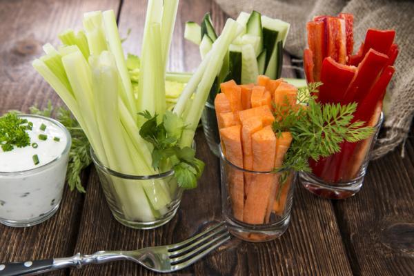Meriendas saludables para niños - Palitos de verdura al horno