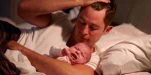 Mi bebé recién nacido no duerme de noche: ¿por qué?