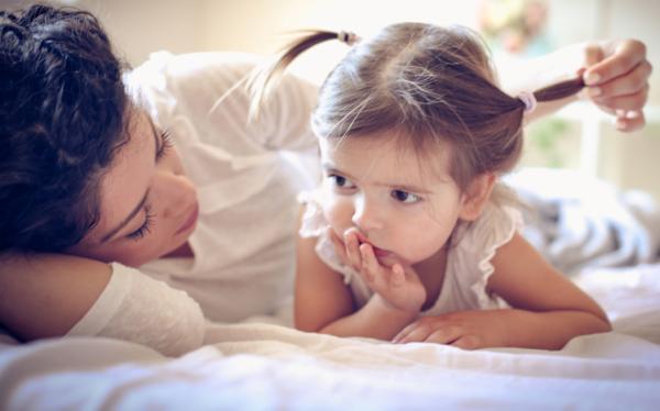 Mi hijo no habla pero entiende todo, ¿qué le pasa?