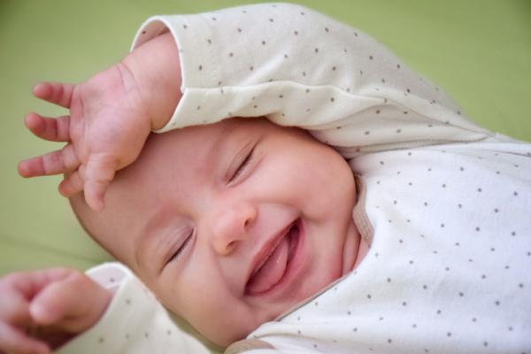¿Qué es el algodoncillo en bebés y cómo curarlo?