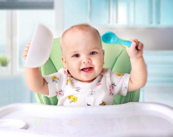 Lista regalos para un baby shower - Su primera vajilla