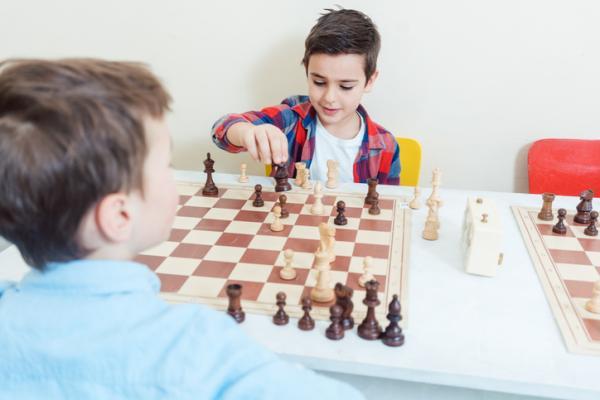 Ejemplos de actividades extraescolares para niños - Ajedrez