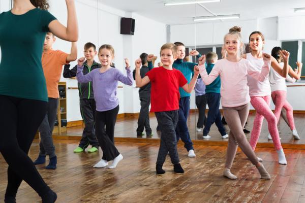 Ejemplos de actividades extraescolares para niños - Baile