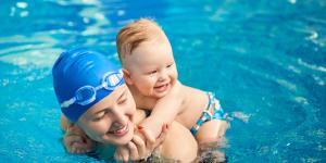 Natación para bebés: edad, clases y beneficios
